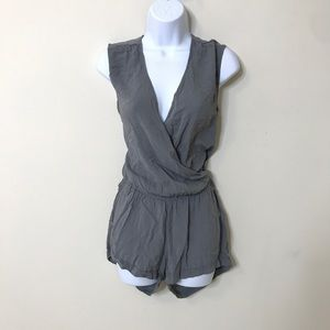 Old Navy S Rayon Gray Romper Lightweight Soft
